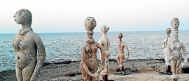 Skulpturen in Can Picafort an Carrer Enginyer Felicià Fuster im Norden von Mallorca.