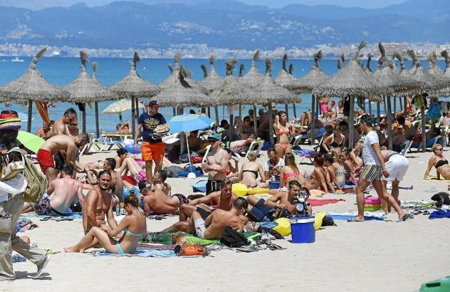 Großer Andrang an den Stränden von Mallorca, hier an der Playa de Palma.