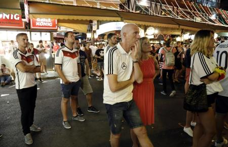 Traurige deutsche Fans auf Mallorca