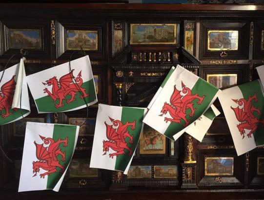 Flaggen von Wales im Landgut S'Estaca.