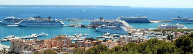 Zahlreiche Kreuzfahrtdampfer trafen Anfang Mai 2016 im Hafen von Palma de Mallorca aufeinander.