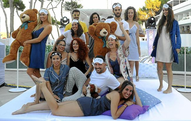 Etwa 400 Personen nahmen an der Pyjama-Party im Hotel ME Mallorca in Magaluf teil.