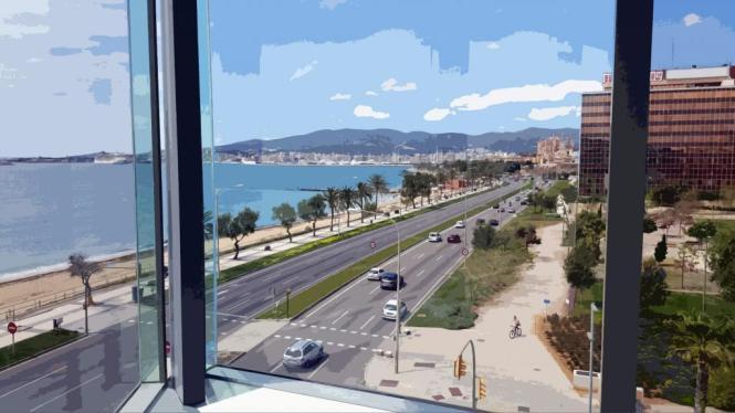 Aussicht aus dem Kongresspalast auf den Paseo Marítimo von Palma de Mallorca.