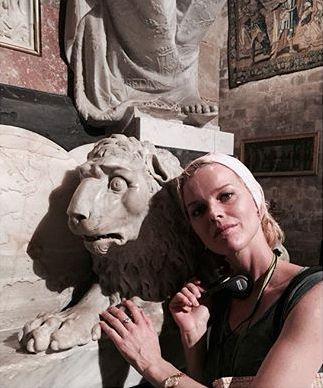 Das tschechische Supermodel hier bei einem Besuch der Kathedrale in Palma.