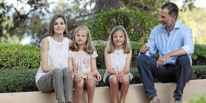 Die Königsfamilie bei einem Fototermin im letzten Jahr vor dem Marivent Palast.