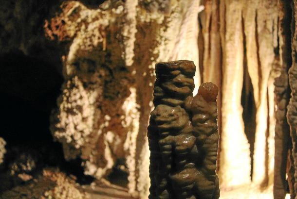 Wie Maria mit dem Kinde: Einige Kalksteingebilde in den Höhlen von Gènova auf Mallorca regen die Fantasie an.