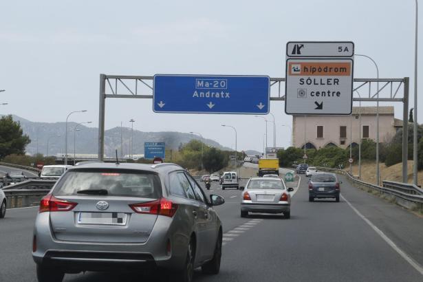 Die Straßen auf Mallorca sind voll – es gebe zu viele Mietwagen, sagen der Verband Aevab und die Partei PI.