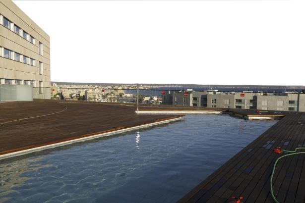 Der Kongresspalast verfügt über einen Pool auf seiner Terrasse