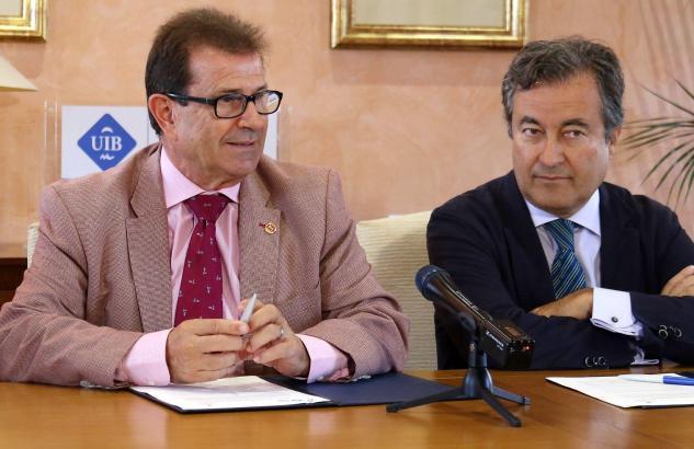 Machen gemeinsame Sache: Der Rektor der Balearen Uni, Llorenç Huguet (l.) und Hafenbehördenchef Joan Gual.