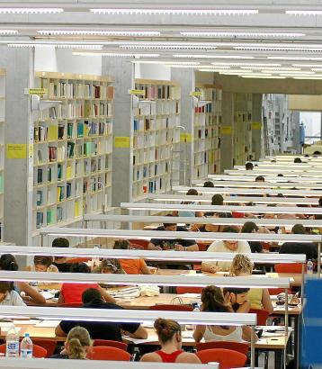 Studenten der Balearen-Universität in der Bibliothek in Palma de Mallorca.