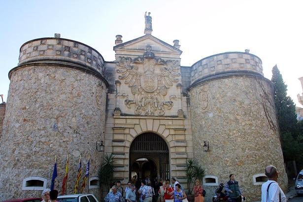 Der Eingangsbereich ins Spanische Dorf.