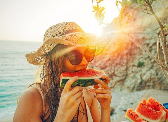 """Der Sommerklassiker mit 95 Prozent Flüssigkeitsgehalt: die Wassermelone, auf Spanisch """"Sandía Imperial""""."""
