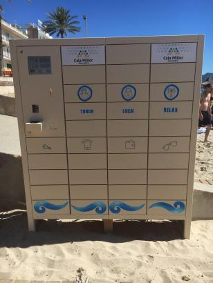 So sieht der Schließfachautomat am Strand von Cala Millor aus.