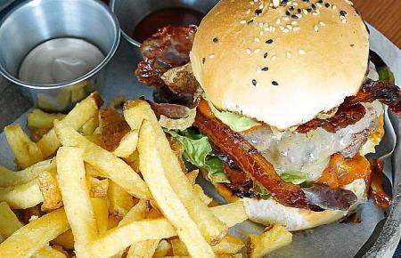 Unweit des Mercado Olivar wird der Burger mit fantasievollen Toppings serviert.