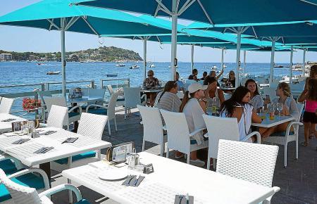 Meerblick inklusive: das Restaurant des Beachclubs Perseverantia in Santa Ponça.