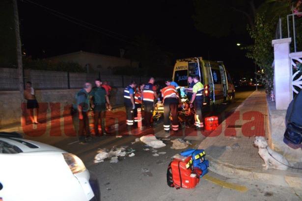 Die Rettungskräfte versuchen, den erschossenen Iren im Südwesten von Mallorca zu reanimieren.