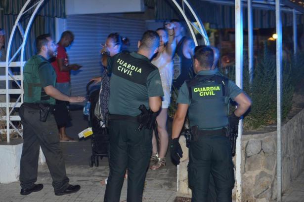 Die Guardia Civil befragte kurz nach der Tat in Costa de la Calma im Südwesten von Mallorca Zeugen.