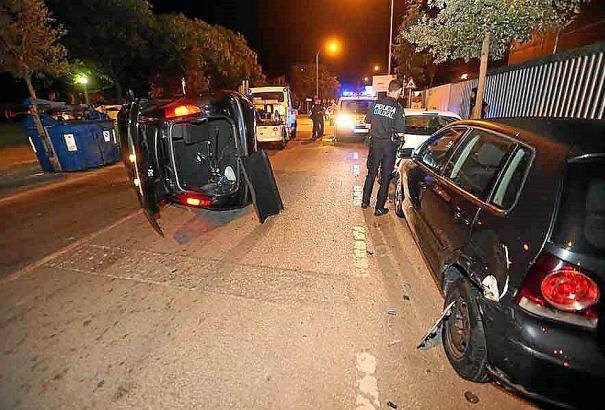 Das Fahrzeug blieb auf der Seite liegen