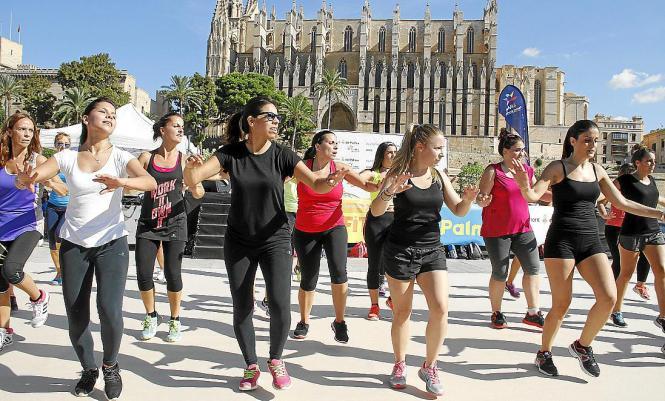 Vor der Kathedrale geht es um Bewegung und Gesundheit.