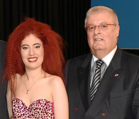 """Rolando Wyss, Präsident der Stiftung """"sic itur ad astra"""", mit seiner Tochter, der Mezzosopranistin und Pianistin Cassandra Wyss."""