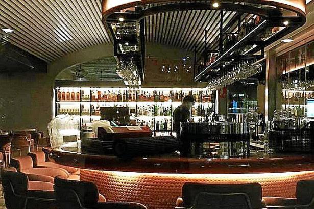 Am Tresen wird Barmann Rafa Martín seine Cocktails mixen.