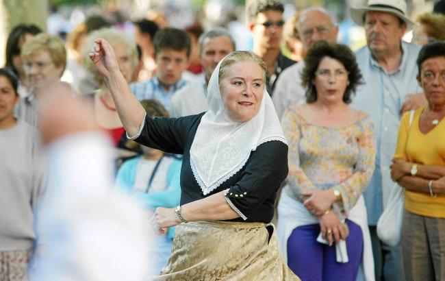 Die Aufführung des Ball de bot in historischen Kostümen ist mindestens genauso sehr für Einheimische wie für Inselbesucher gedac