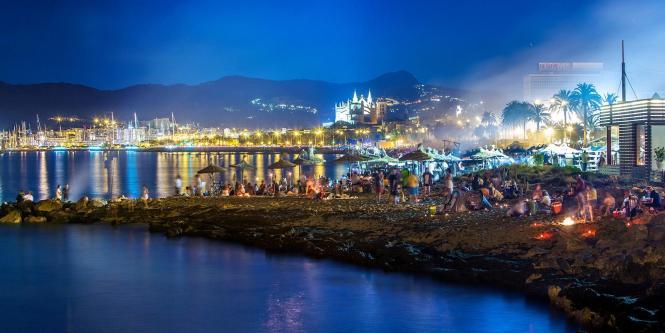 Das Fest von Sant Joan, bei dem die Sommersonnenwende gefeiert wird, aus dem Blick des Künstlers gesehen.