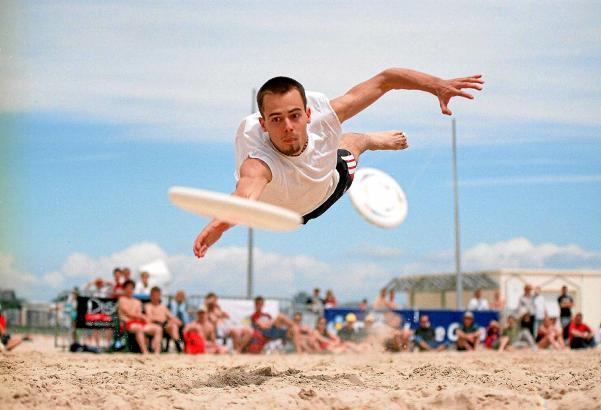 Spektakuläre Flugeinlagen sind bei Ultimate Frisbee keine Seltenheit. Ab Freitag, 14. Oktober, geht es in Port d'Alcúdia wieder
