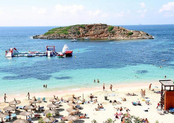 Anwohner der Bucht bei Puerto Portals (Oratori) beschwerten sich über die dort installierte Hüpfburg
