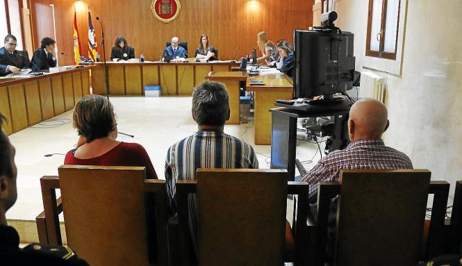 Die Angeklagten vor Gericht auf Mallorca.
