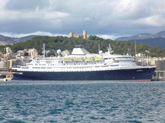 """Ein Schiff mit viel Geschichte: Die """"·Astoria"""" war am Montag zu Besuch in Palma."""
