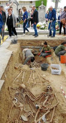 Hochrangige Vertreter der Balearen-Regierung besuchten ebenfalls den Friedhof von Porreres und informierten sich über den Fortga