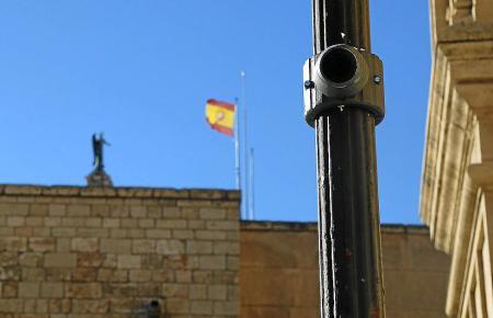 Fallen kaum auf: Viele Kameras wie die bei der Kathedrale von Palma de Mallorca sind schwer zu entdecken.