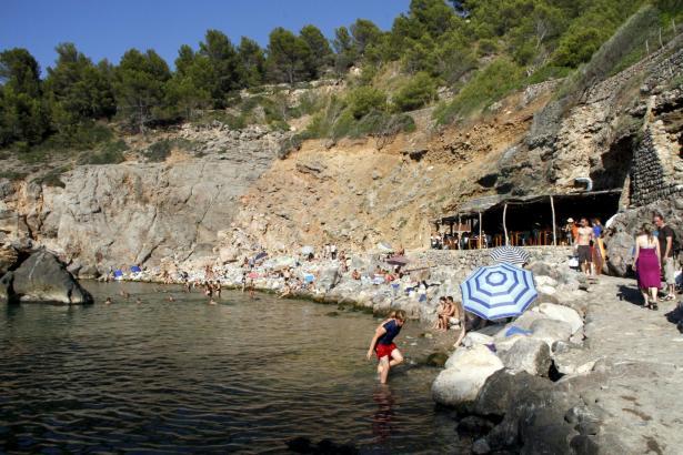 """""""Conde Nast Traveler"""" empfiehlt seinen Lesern einen Ausflug in die Cala Deià."""