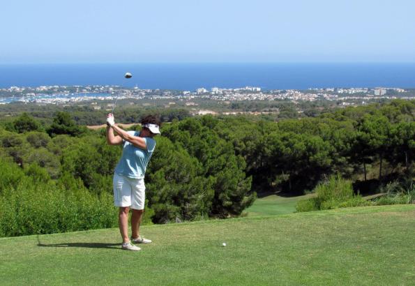Schöne Ausblicke: Der Golfplatz Vall d'Or liegt nur wenige Auto-Minuten vom Robinson-Club Cala Serena entfernt.