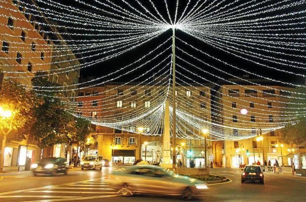 Die Plaça Rei Joan Carles I im Zentrum von Palma wird in der Weihnachtszeit immer prächtig geschmückt.