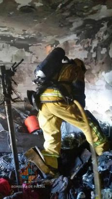Das Feuer war in einem Dachboden in der Calle Mateu Obrador in Palma de Mallorca ausgebrochen.
