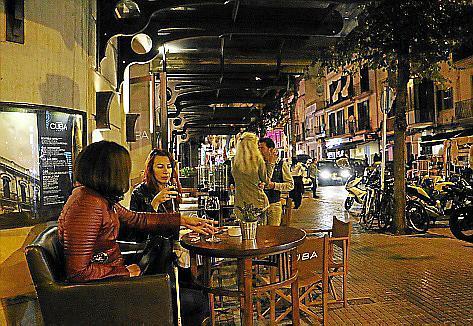 In Santa Catalina befinden sich viele Bars im Carrer de Sant Magí.