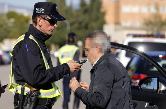 Bereist seit Wochenbeginn startete die Lokalpolizei ihren Kontrollmarathon vor dem Sportzentrum Germans Escalas.