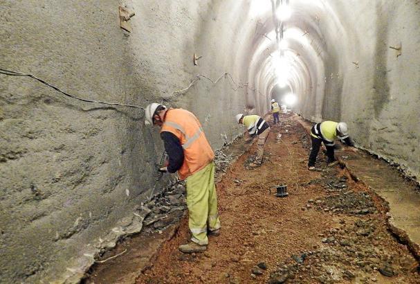 Gut 100 Meter des Tunnels sind mit neuem Zement und stählernem Pfahlwerk ausgekleidet worden.