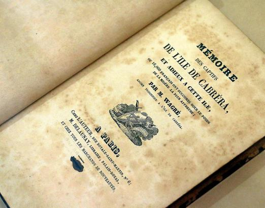 Ein Exponat aus dem Archiv der Bibliothek Lluís Alemay sind diese Memoiren eines ehemaligen Soldaten Napoleons über seine Gefang