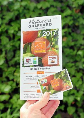 Vorteilspaket fürs Golfen auf der Insel: Die Mallorca-Golfcard besteht aus Karte und Gutschein-Heft.
