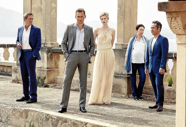 """Die Hauptfiguren von """"The Night Manager"""" (v.l.n.r.): Richard Roper (Hugh Laurie), Jonathan Pine (Tom Hiddleston), Jed (Elizabeth"""