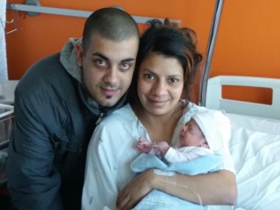 Die kleine Sabrina Ayelen mit ihren Eltern im Son-Espases-Hospital in Palma de Mallorca.