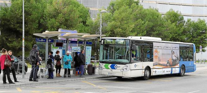 Bisher verkehren am Flughafen nur die Stadtbusse der Linien 1 und 21.