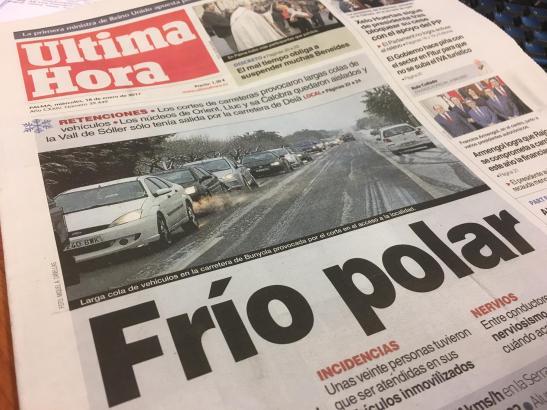 """""""Frío ploar"""" – """"Polarkälte"""" titelt am Mittwoch die spanische Tageszeitung Ultima Hora auf Mallorca."""