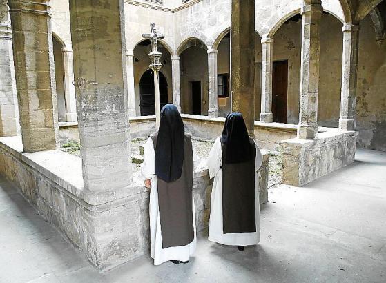 Zwei Hieronymitinnen im Kloster Sant Jeroni in Palma, das sie 2014 verlassen haben.
