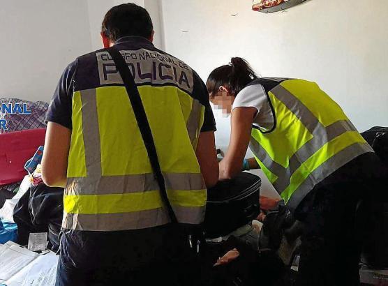 Beamte der Nationalpolizei bei ihrer Arbeit auf Mallorca.
