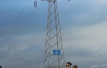 Vergleichsweise klein fällt dieser Mast im Vergleich zu denen aus, die im Süden der Insel demnächst in den Himmel ragen werden.
