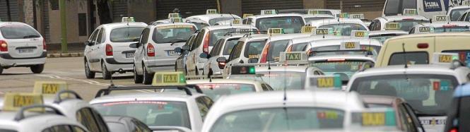 Die Taxifahrer wollen im Sommer mit Demonstrationen Straßen blockieren. Sie kämpfen gegen den Plan der Regierung, Linienbusse vo